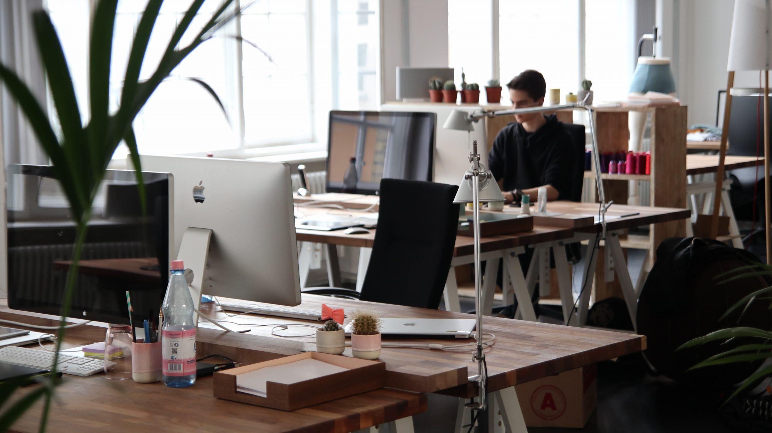 Hoe houd je op het werk je afstand?